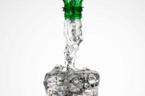 Bebe agua correctamente