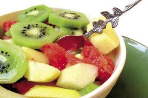 Receta saludable: Ensalada de moras, kiwi y mango