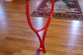 ¿Una raqueta con dos empuñadura?