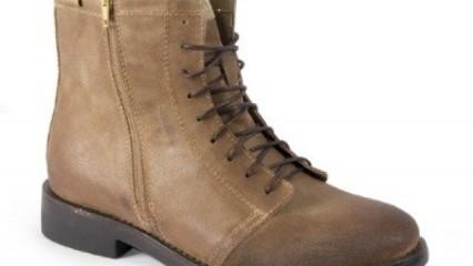Mustang y sus botas militares