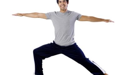 hombre practicando fitness