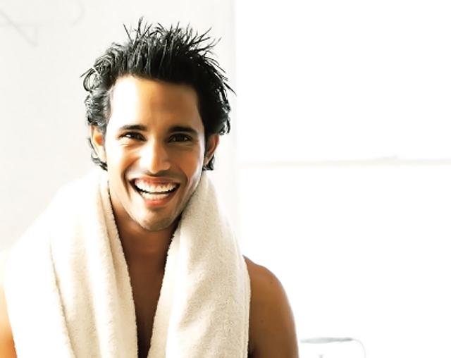 hombre después de la ducha