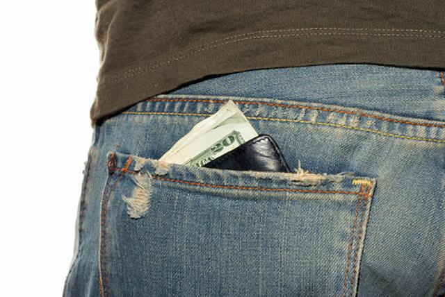 cartera en el bolsillo