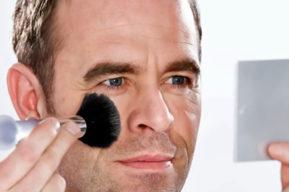 Los hombres también tienen derecho a maquillarse