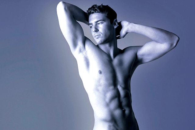 hombre desnudo