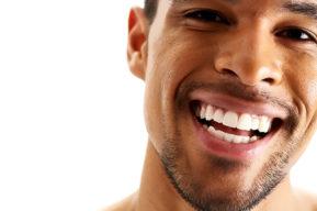 Unos dientes blancos, el sueño de todo seductor