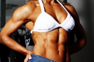 Entrenamiento femenino con peso muerto