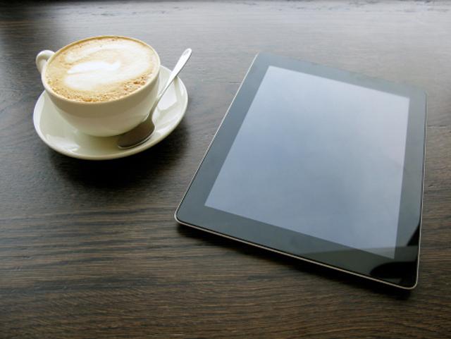 tableta y café