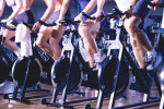 grupo practicando spinning