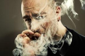 Los efectos nocivos del tabaco sobre el cabello