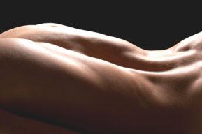 La depilación temporal de los pelos de la espalda