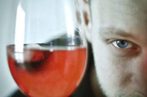 Belleza y alcohol, una mezcla curiosa