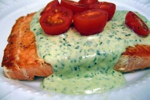 Salmón con salsa de queso