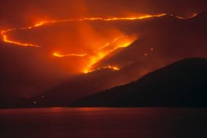 Un incendio declarado en la montaña