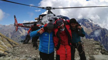 Momento del rescate de un alpinista