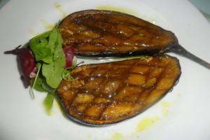 Berenjenas asadas con salsa natural