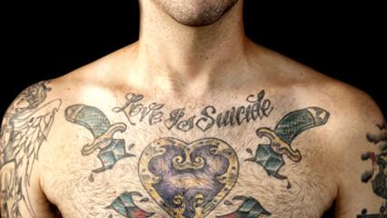 La moda del tatuaje sobre la piel de los hombres