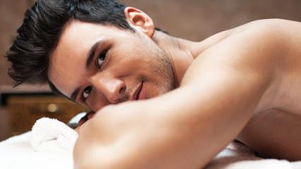 El cuidado de la piel masculina a base de chocolate