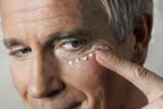 Cosméticos y tratamientos antiedad para hombre