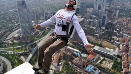 Salto BASE, deporte extremo por excelencia