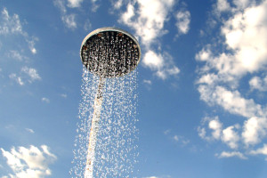 Cuatro beneficios de ducharse con agua fría