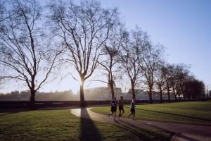 Siete beneficios saludables de caminar cada día
