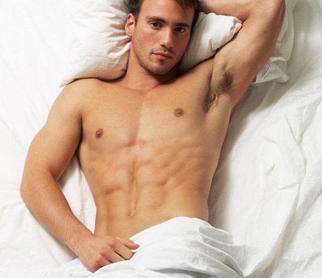 Hombre sexy desnudo