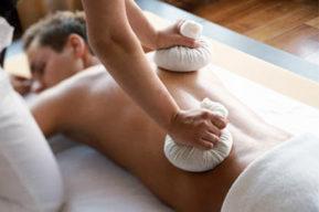 Los beneficios para la salud del masaje con pindas