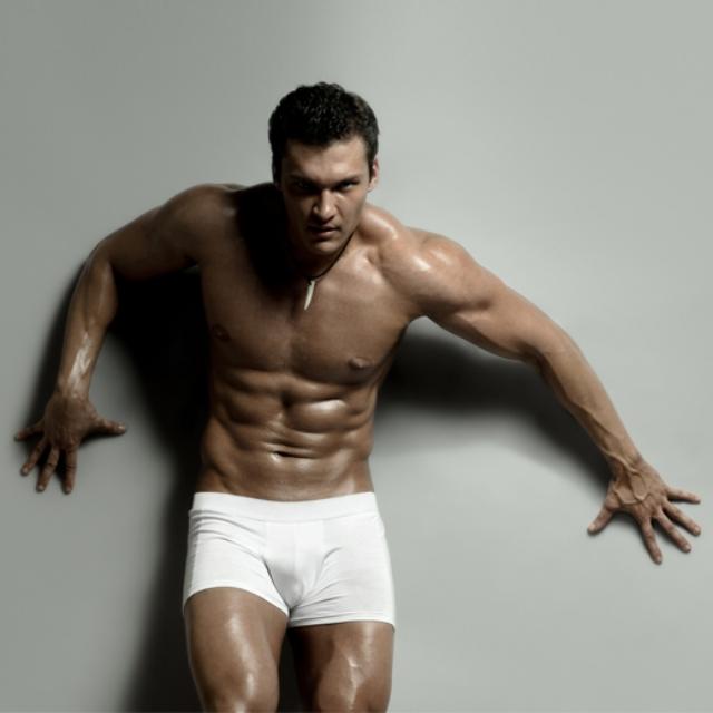 Hombres desnudos en ropa interior