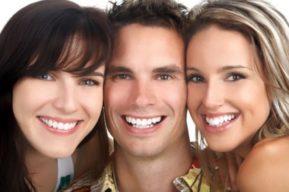 Implantes dentales renuevan tu sonrisa