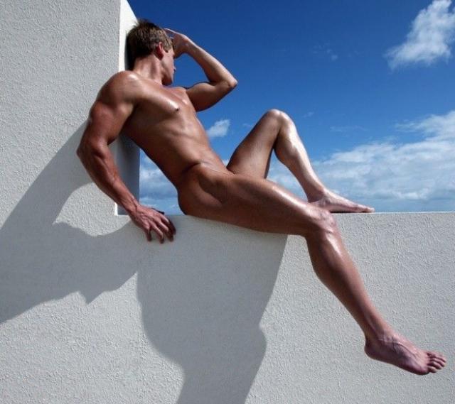 Hombre atlético desnudo