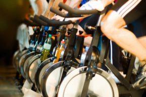 La bicicleta de spinning para quemar calorías y reducir grasa
