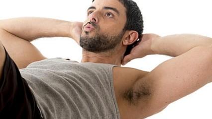 Hombre haciendo Pilates