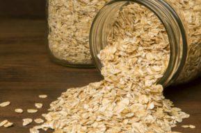 Dieta saludable y equilibrada con alimentos que regulan los niveles de azúcar de manera natural