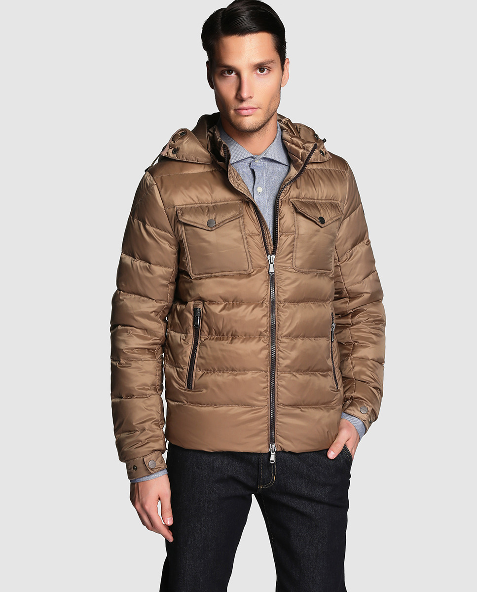 Descubre lo último en prendas de abrigo para hombre. Cazadoras de las mejores marcas en tu tienda online El Corte Inglés.