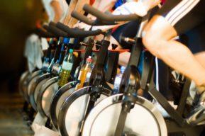 El spinning, una actividad física de grupo