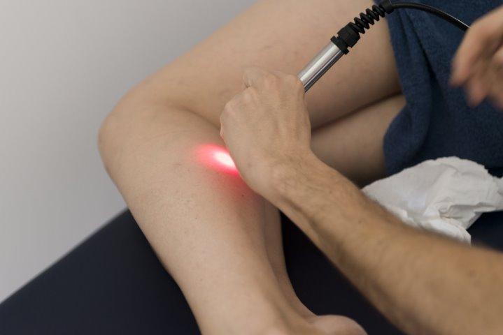 Terapia láser de alta intensidad disminuye el dolor y acelera la recuperación