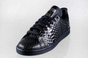 Sneakers negros y sneakers blancos para romper los códigos