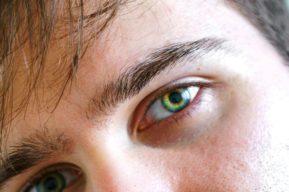Llevar lentillas de color, una estética que está de moda