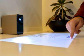 Sony Xperia Touch consigue convertir en táctiles todas las superficies