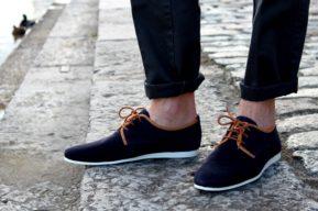 ¿Cómo llevar zapatos sin calcetines?