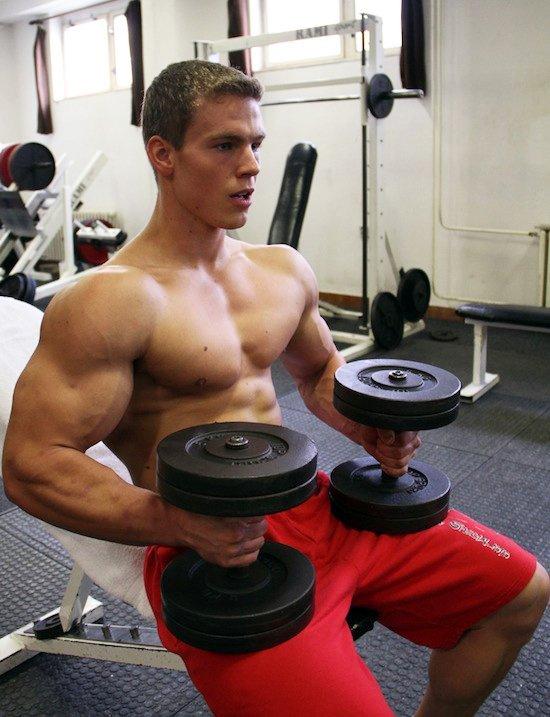 Bíceps, ejercicios con mancuernas