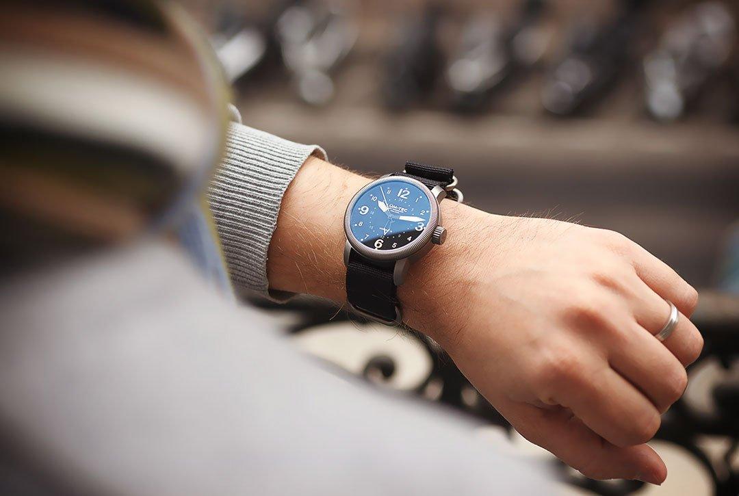 6963e26999f5 Cómo escoger un reloj de moda para hombre  - Punto Fape
