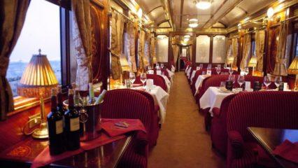 El encanto de los trenes que recorren España