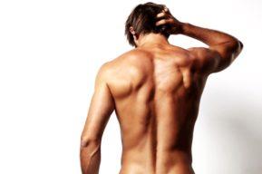 Los hombres recurren a la depilación de la espalda