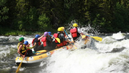 Practicar rafting en Suecia