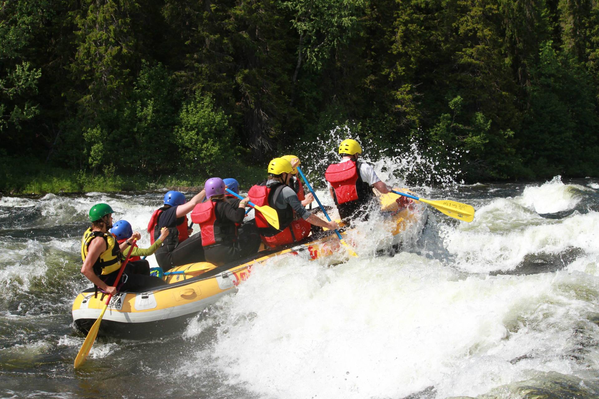 Practicar rafting en Suecia 2