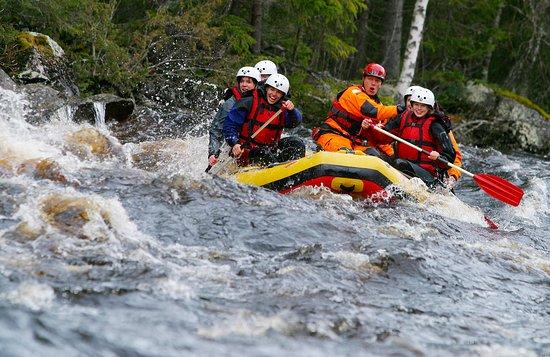 Practicar rafting en Suecia 1