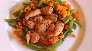 Pechugas de pollo a la mostaza con verduras al vapor