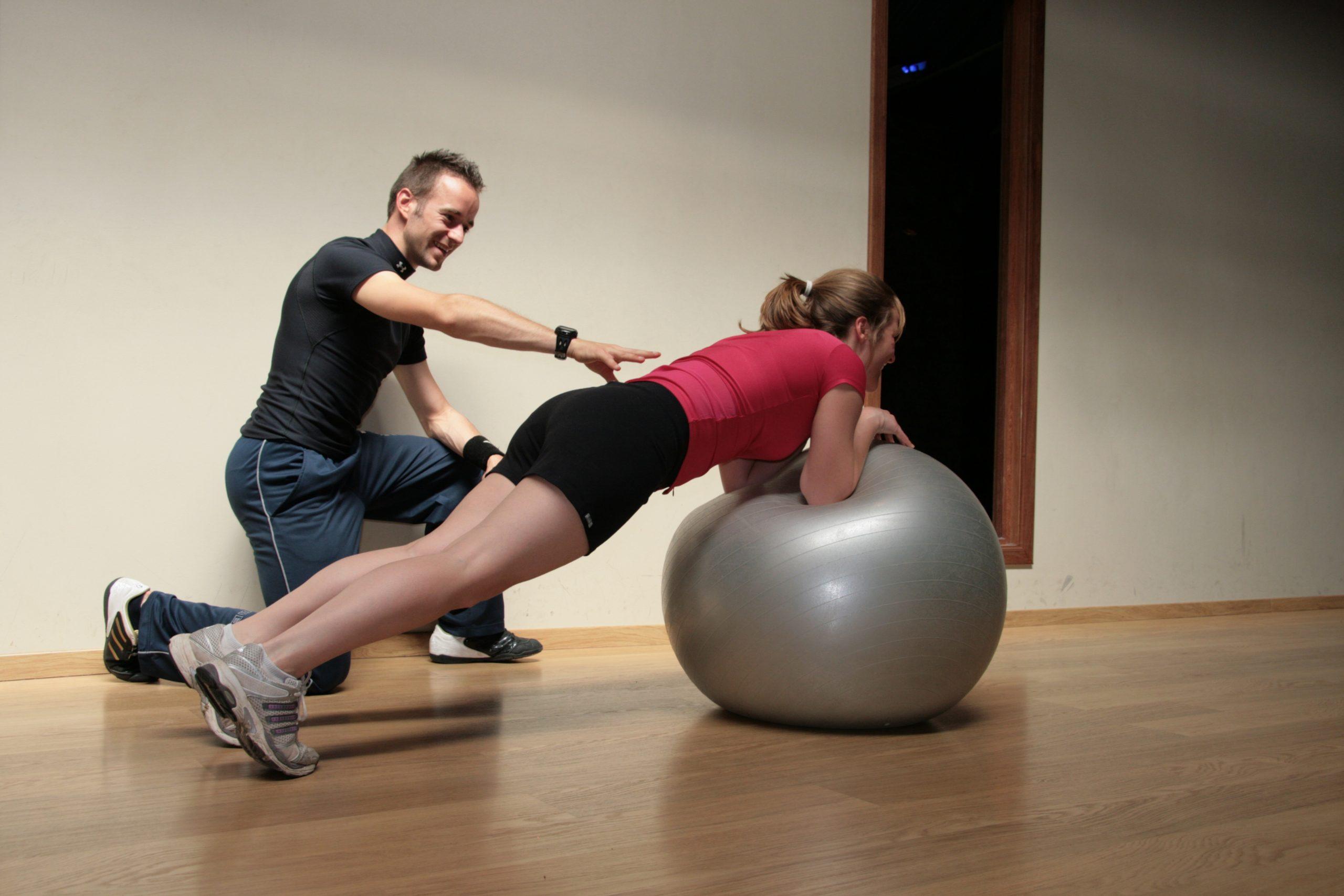 Beneficios de ejercitarse con un entrenador personal 2